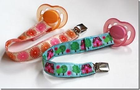 DIY-pacifier-clips