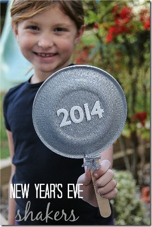 Paper Plate Shakers for New Years Eve from The Centsible Life