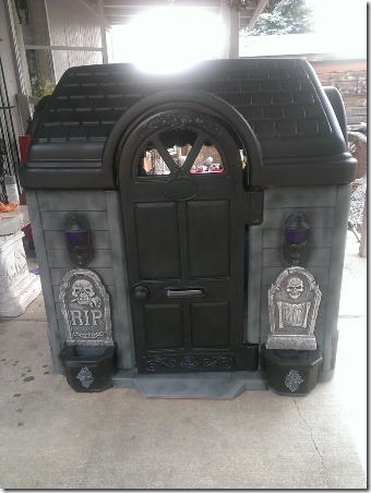 Little Tikes Playhouse Makeover by Saki.Girl on Halloween Forum