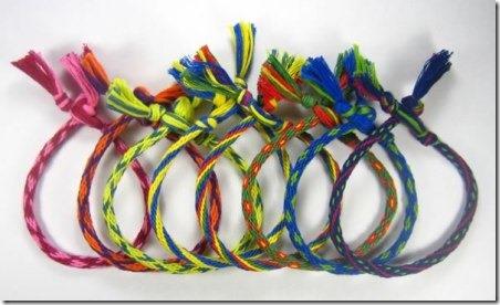 http://craftystaci.files.wordpress.com/2015/04/friendship-bracelets-from-homemade-gifts-made-easy.jpg?w=452&h=276