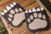 Hot-Pad-of-the-Month-Bear-Paw-by-Crafty-Staci_thumb.jpg