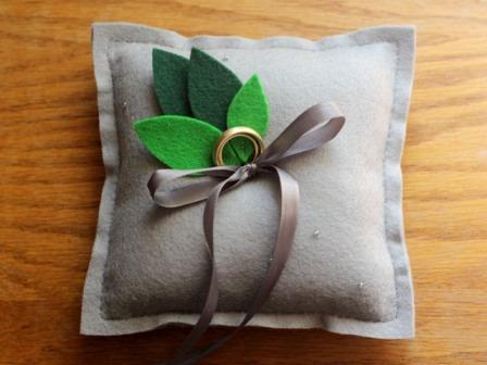 http://craftystaci.files.wordpress.com/2015/07/diy-ring-pillow-from-elephantine.jpg?w=448&h=336