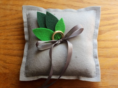 http://craftystaci.files.wordpress.com/2015/07/diy-ring-pillow-from-elephantine.jpg?w=448&h=336