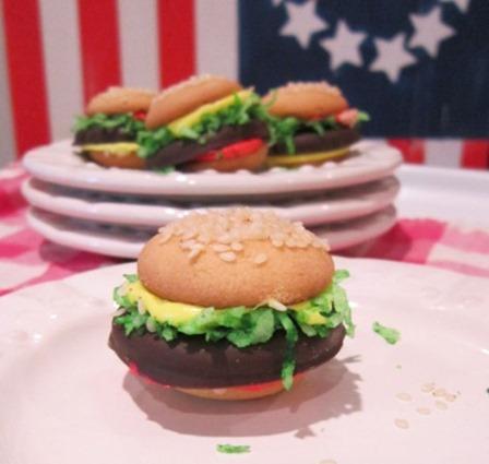 http://craftystaci.files.wordpress.com/2015/07/mini-cheeseburger-cookies-from-the-honeycomb-home.jpg?w=448&h=425