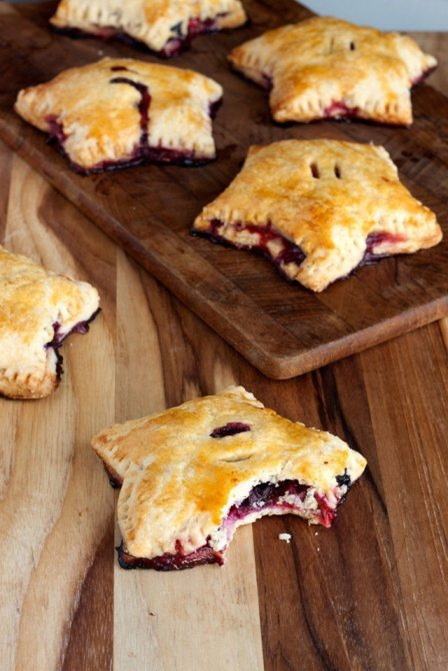 http://craftystaci.files.wordpress.com/2015/07/star-shaped-berry-hand-pies-from-ehow.jpg?w=448&h=671
