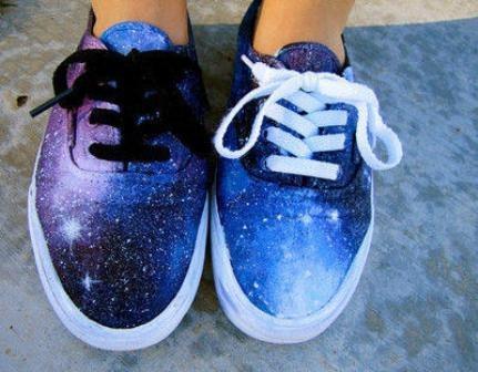 http://craftystaci.files.wordpress.com/2015/08/diy-galaxy-vans-from-luuux.jpg?w=431&h=336