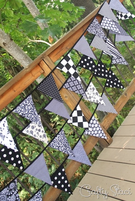http://craftystaci.files.wordpress.com/2015/08/fabric-bunting-with-one-piece-triangles-by-crafty-staci_thumb1.jpg?w=448&h=668