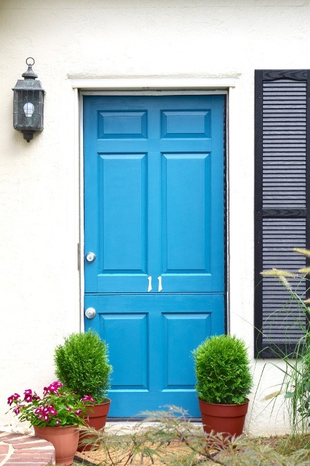 http://craftystaci.files.wordpress.com/2015/08/front-door-makeover-from-karens-up-on-the-hill.jpg?w=448&h=673