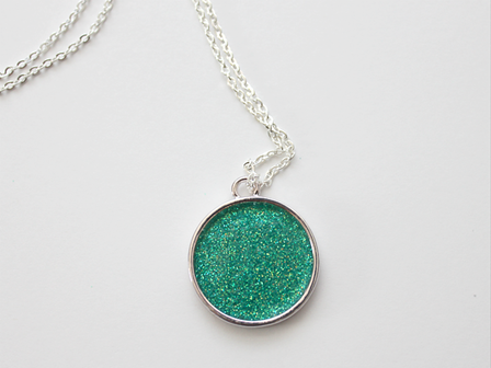 http://craftystaci.files.wordpress.com/2016/03/glitter-turquoise-necklace-from-white-house-crafts.png?w=448&h=336